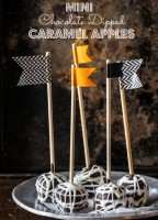 mini chocolate dipped caramel apples - Jelly Toast