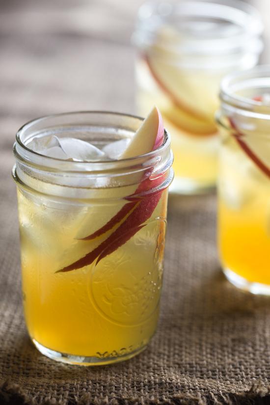spiked caramel apple cider | www.jellytoastblog.com