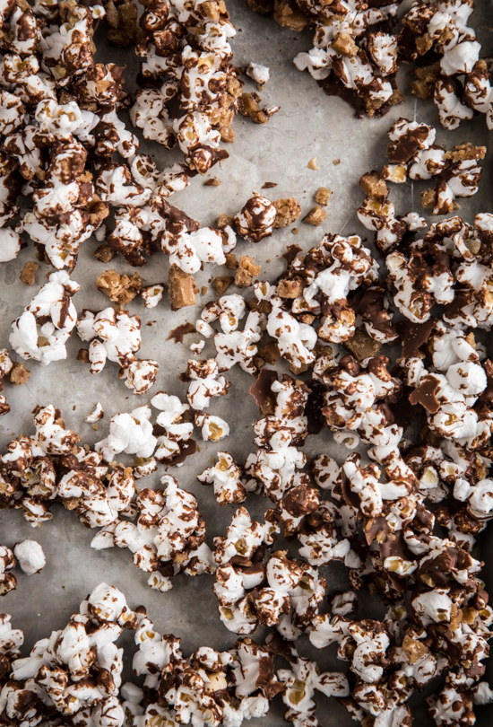 chocolate toffee popcorn-005