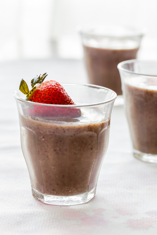 berries and oats smoothie by Jelly Toast