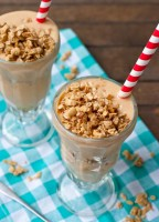 Peach Crisp Smoothie by Courtney Rowland | Neighborfood