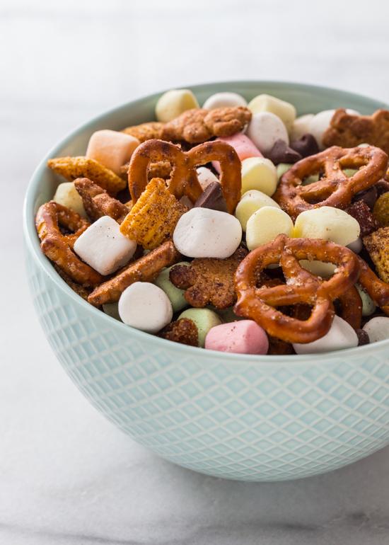 Marshmallow Snack Mix | www.jellytoastblog.com