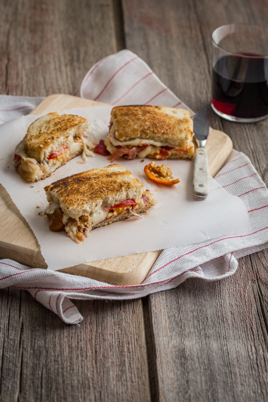 Sweet Pepper Provolone Grilled Cheese | www.jellytoastblog.com