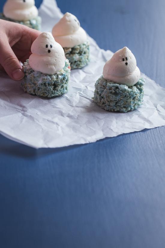 Halloween Marshmallow Treats | www.jellytoastblog.com