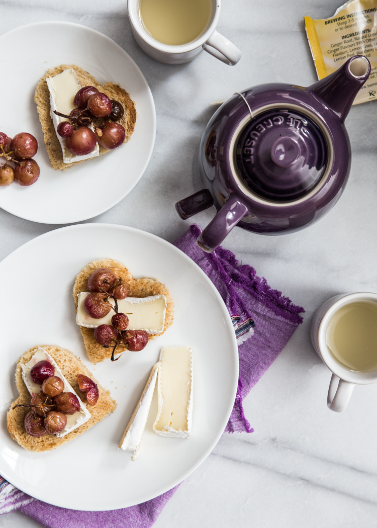 Roasted Grape Brie Toast | JellyToastBlog.com