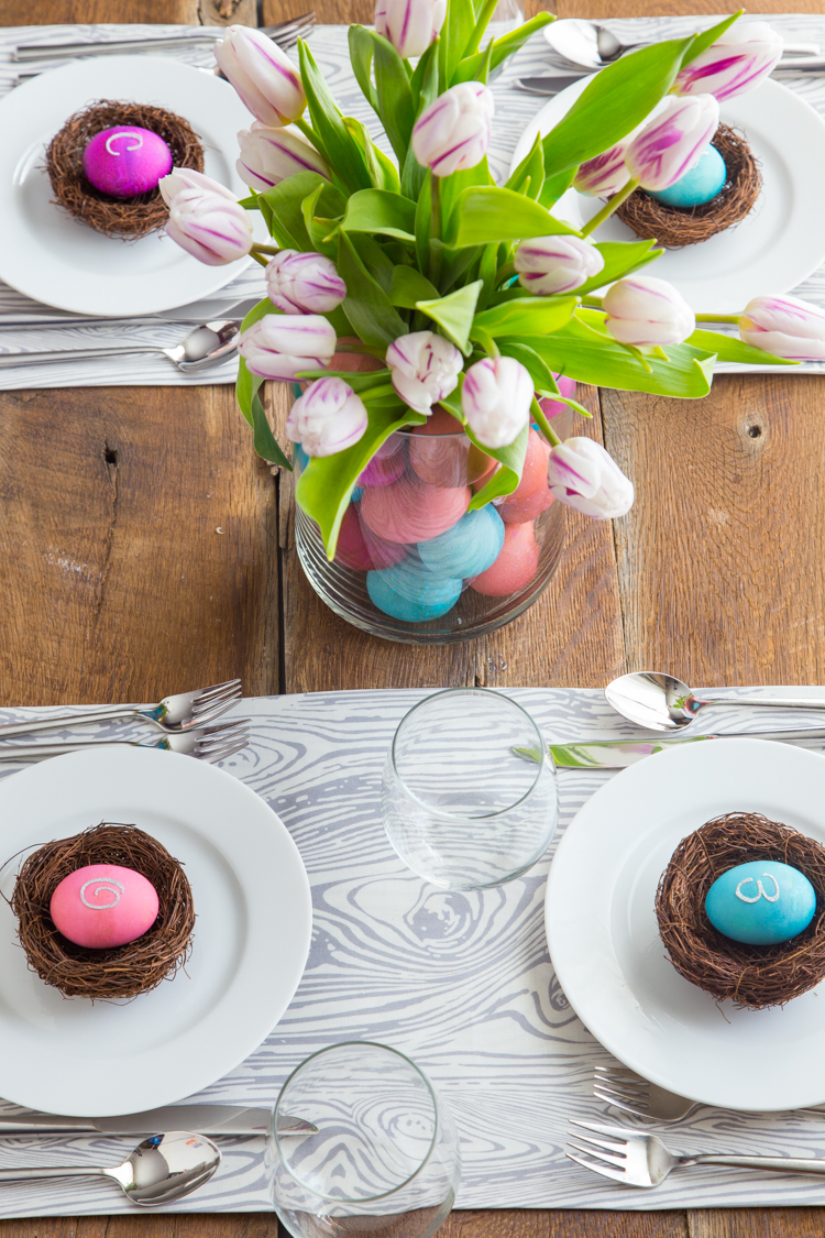 Easter Egg Table Setting | JellyToastBlog.com