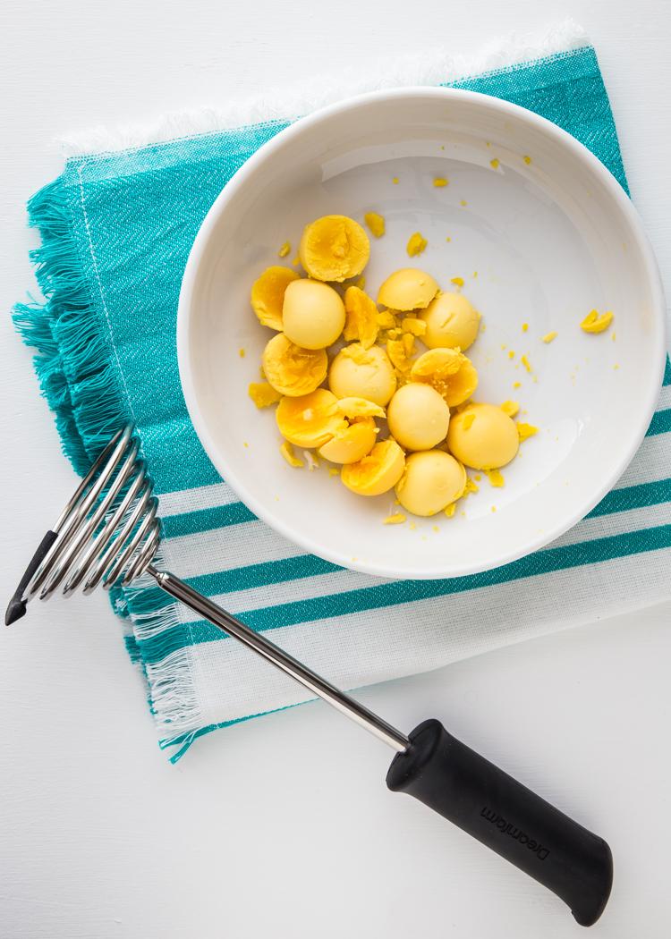 Herbed Deviled Eggs | JellyToastBlog.com