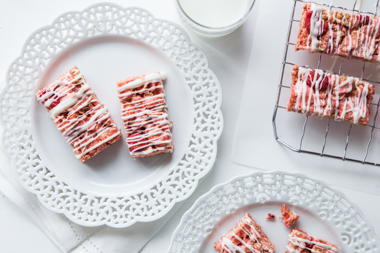 Strawberry Coconut Marshmallow Treats | JellyToastBlog.com
