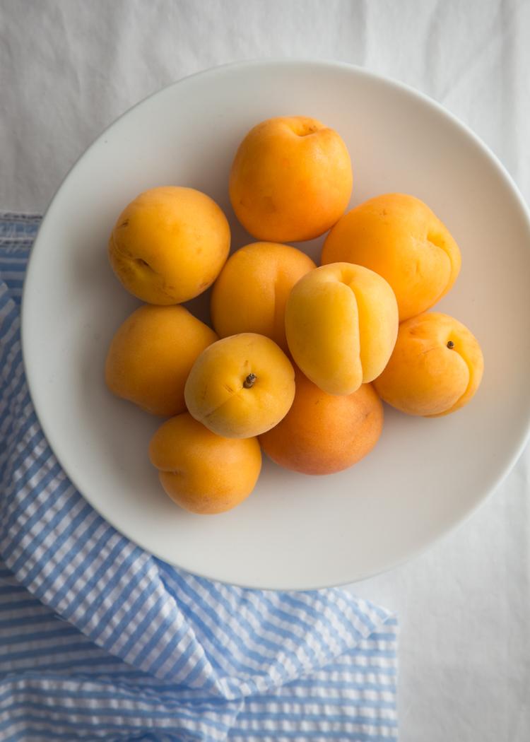 Apricot Yogurt Parfait | JellyToastBlog.com