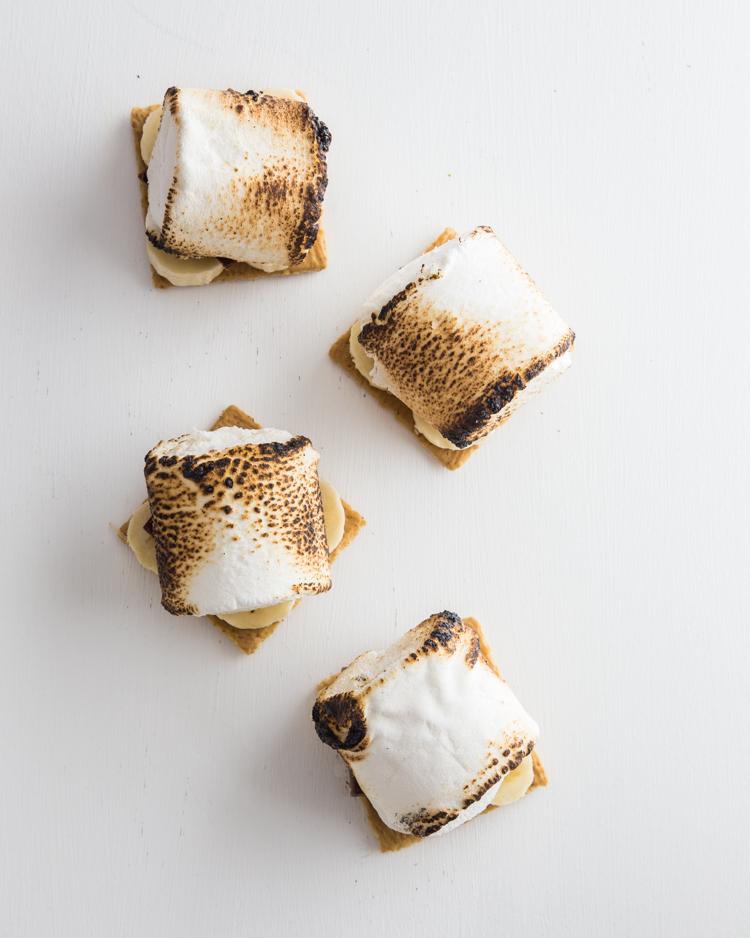 Banana Cream Pie S'mores | JellyToastBlog.com