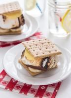 Banana Cream Pie Smores | JellyToastBlog.com