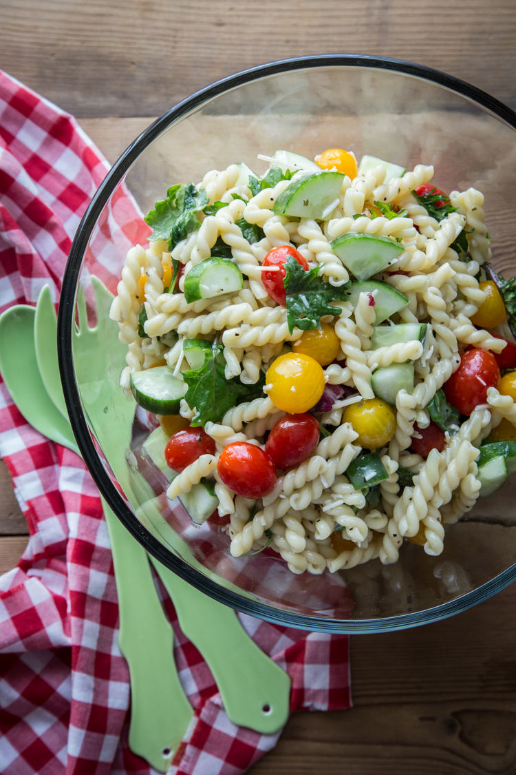 Pasta Salad with Tomatoes and Cucumber | www.jellytoastblog.com