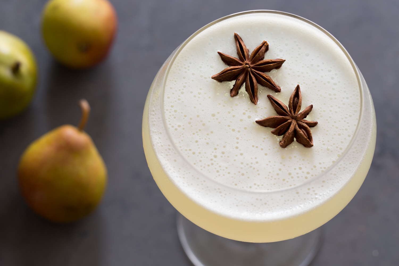Spiced Pear Gin Fizz | JellyToastBlog.com