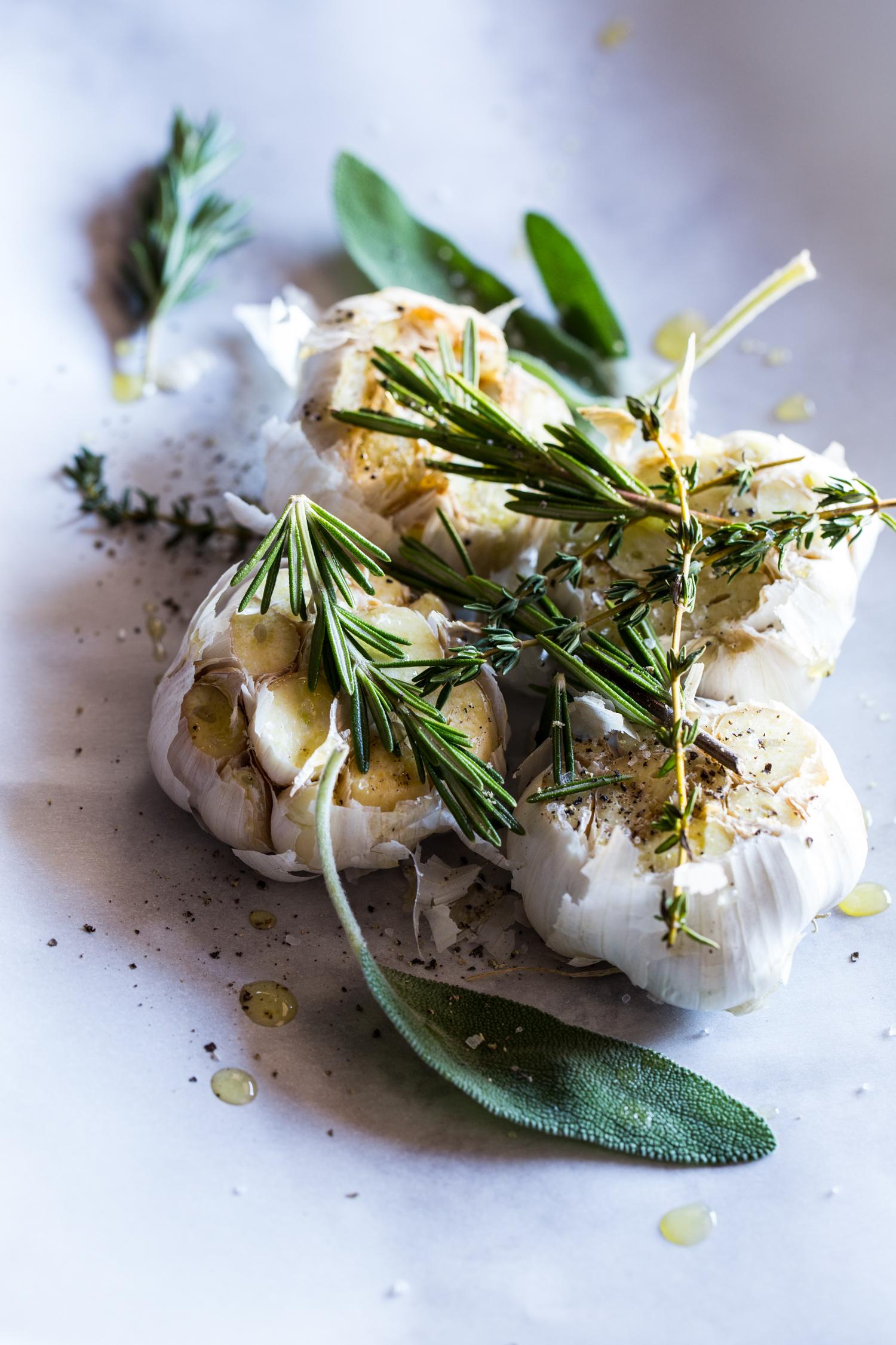 Roasted Garlic Herb Cream Cheese Mashed Potatoes   JellyToastBlog.com
