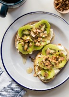 Kiwi Cream Cheese Toast for breakfast or brunch