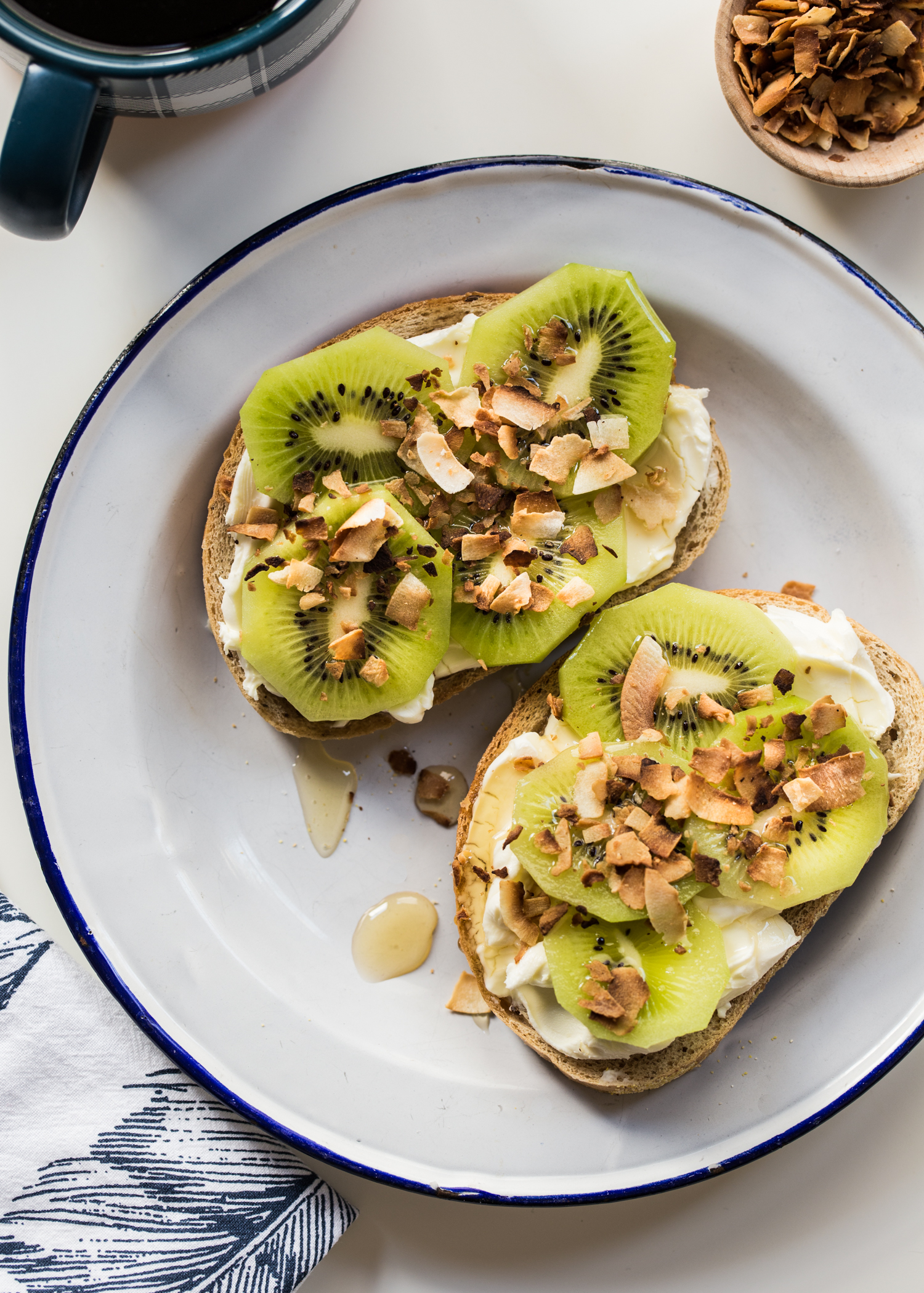Kiwi Cream Cheese Toast for breakfast or brunch <3