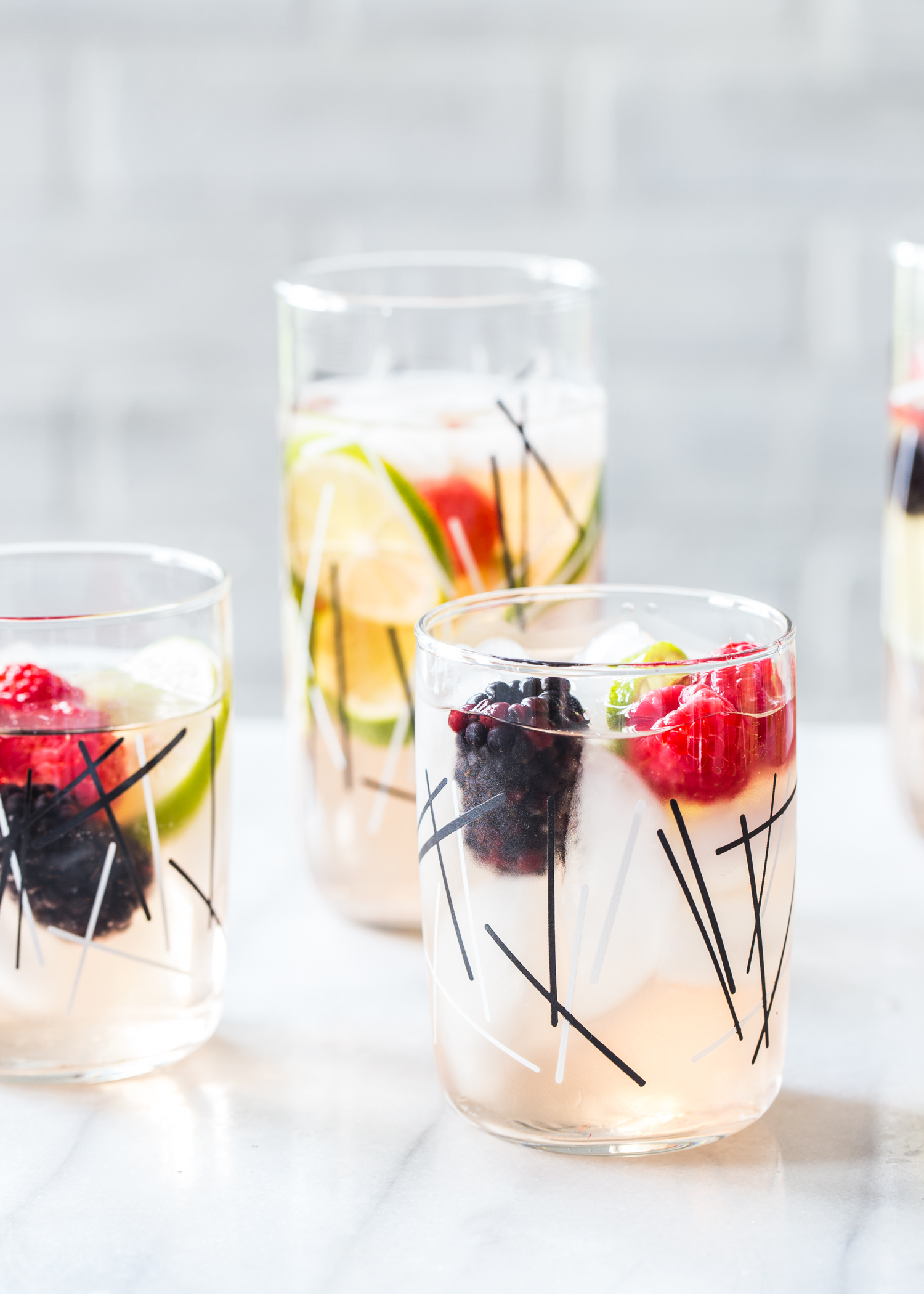 Sparkling Berry Sangria for your all your summer parties <3