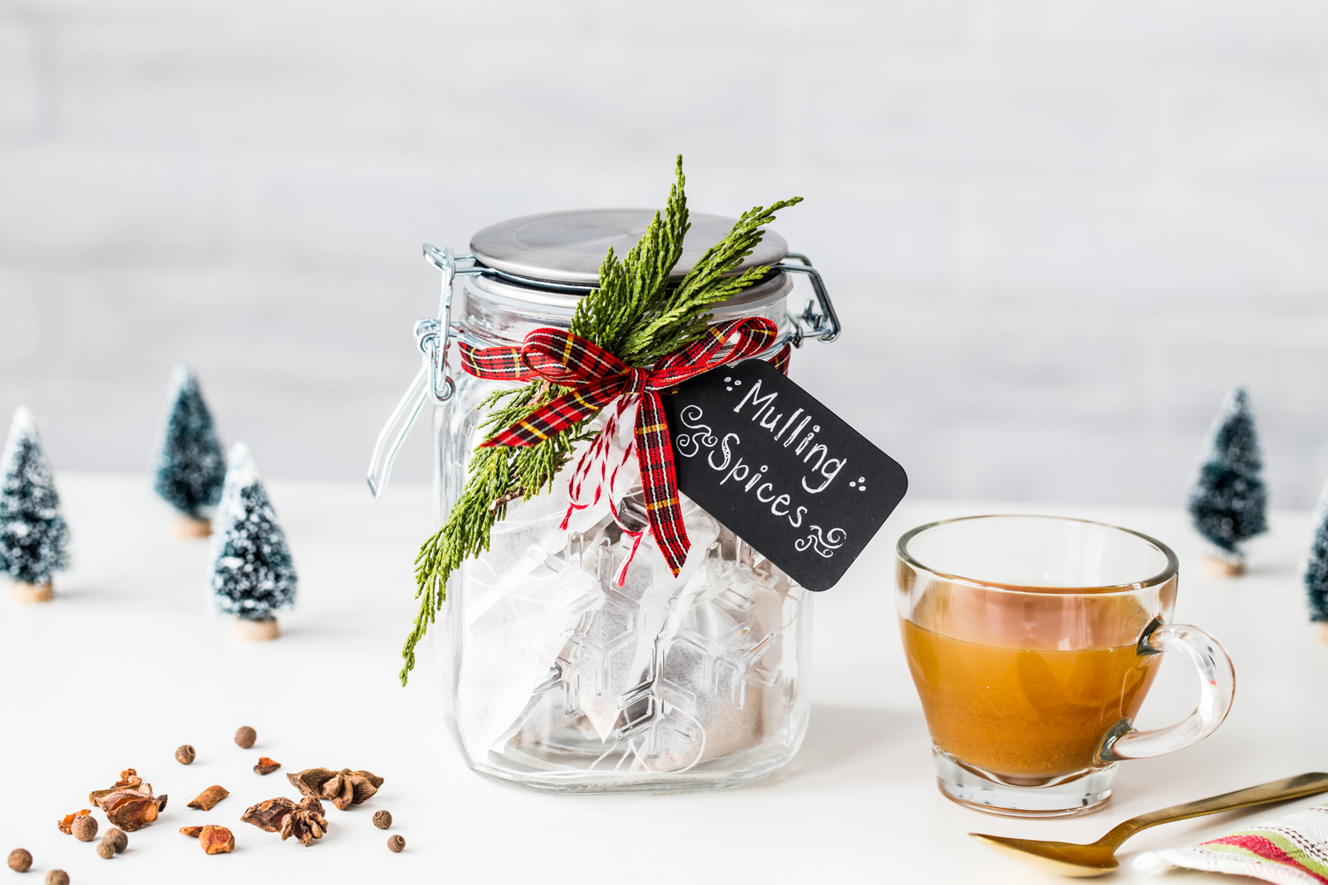 DIY Homemade Mulling Spices make great holiday hostess gifts