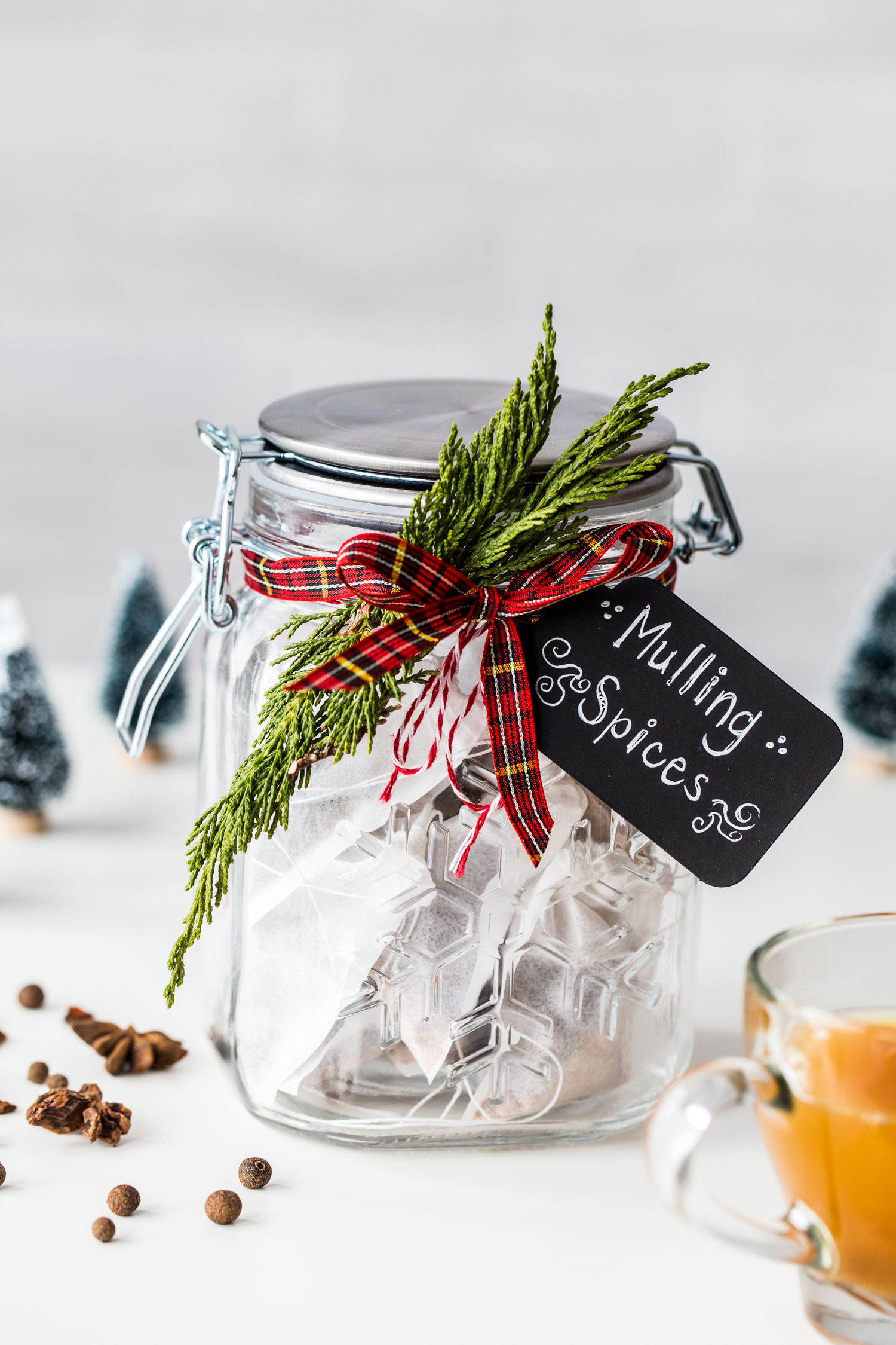 Homemade Holiday Mulling Spices make a great DIY hostess gift