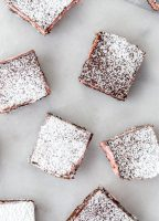 Mexican Hot Chocolate Shortbread Bars have a touch of spice and some amazing soft marshmallow center. Made with Campfire® Marshmallows Holiday Mix jellytoastblog.com